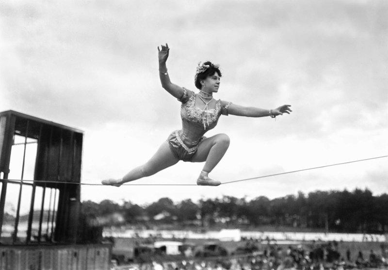 Гибкие и очаровательные акробатки из прошлого, от взгляда на которых вспыхивают сердца и не только акробатки, гибкие, гимнастки, девушки, красиво, фото, цирк, циркачки