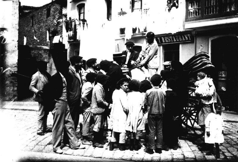 6. Раньше удаляли зубы на площадях, когда в город приезжал какой-нибудь знаменитый дантист врачи прошлого, дантисты, интересно, стоматологи, фото