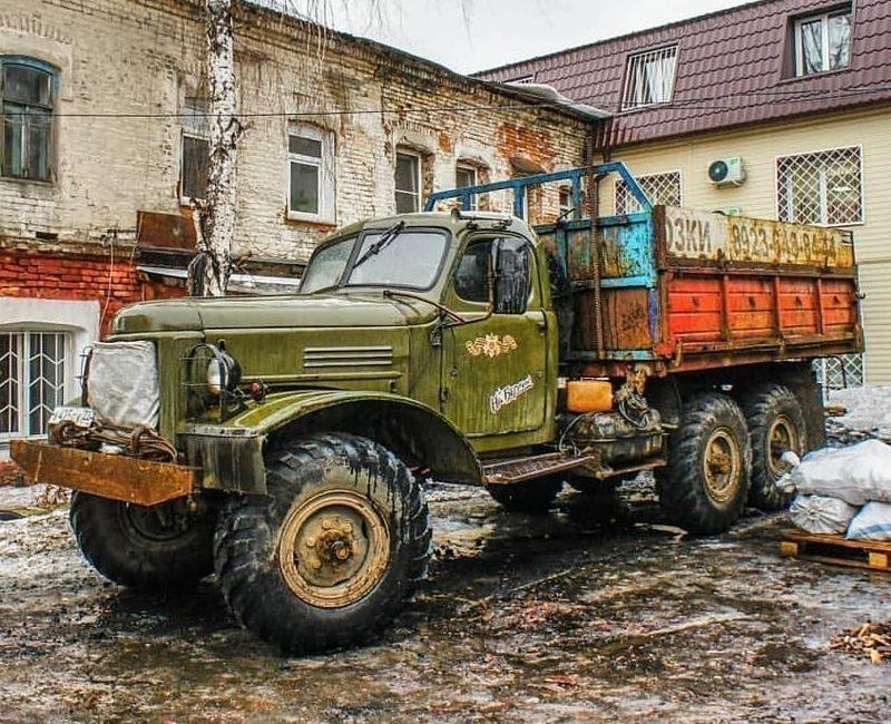 Однако, из-за революций 1917 года, инфляции, высоких процентных ставок по кредитам, и наконец, из-за коллапса транспортной системы страны, строительство завода не было завершено в срок СССР, автомобили, грузовик, зил