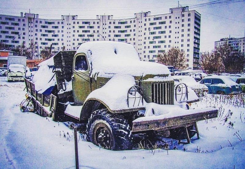 Первый собственный полуторатонный грузовик АМО-Ф-15 был собран в ночь на 1 ноября 1924 года. 7 ноября колонна из уже десяти автомобилей прошла в параде по Красной площади СССР, автомобили, грузовик, зил