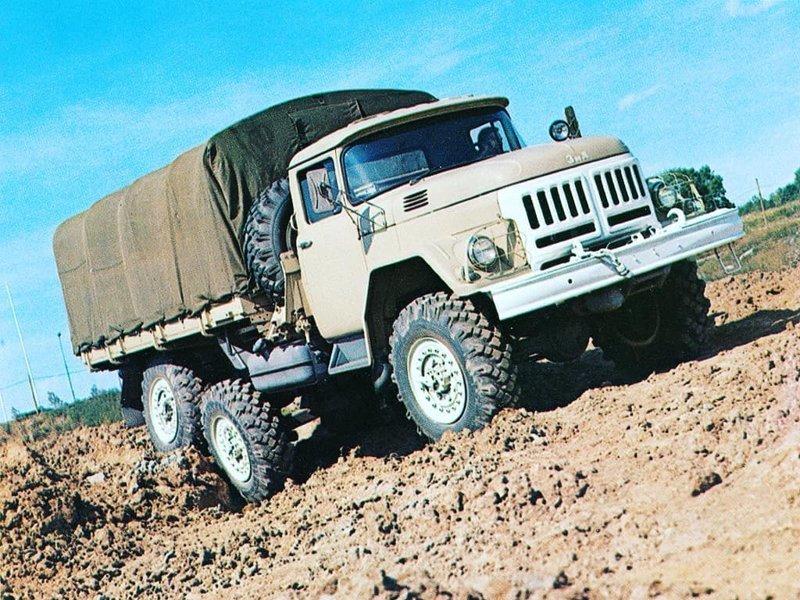 После долгого простоя, конвейер ЗИЛа вновь был запущен лишь в сентябре 2011 года, но проработал недолго и в 2013 году производство на заводе вновь было остановлено СССР, автомобили, грузовик, зил