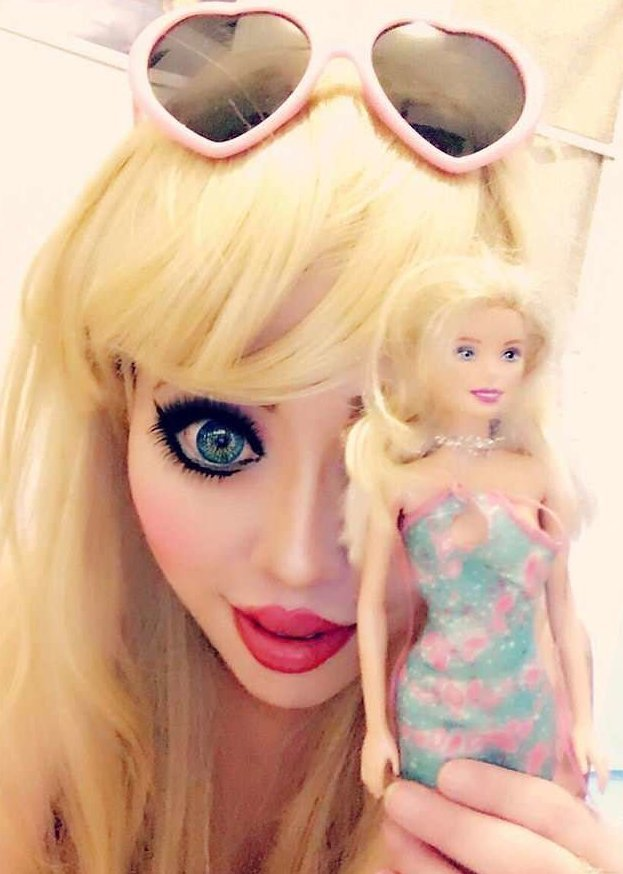 Фанатка Барби потратила $60 000, чтобы стать похжей на любимую куклу Офелия Ванити, барби, лос-анджелес, любители операций, пластическая хирургия, стать куклой, странные люди, сша