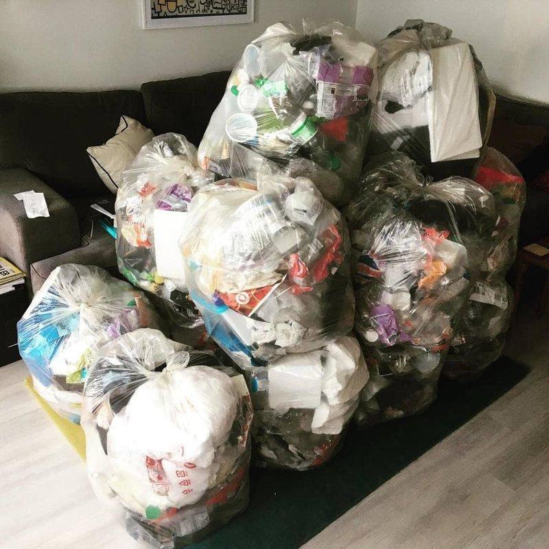 Подсчитав результаты, мужчина был шокирован: за год он набрал 22 пакета объёмом 80 литров в  мире, засорение, люди, мусор, планета, экология