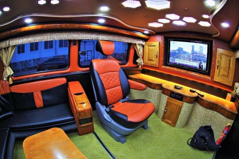 """Внутренней отделке некогда спартанской """"буханки"""" позавидуют шикарные VIP-автобусы. авто, автомобили. тюнинг, автотюнинг, буханка, дом на колесах, уаз, уаз буханка"""
