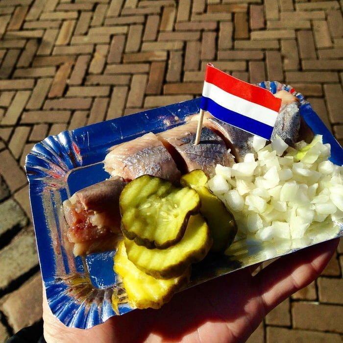 15. Soused Herring - Нидерланды блюда, в мире, деликатесы, еда, национальная кухня, путешествия, разные страны, фото