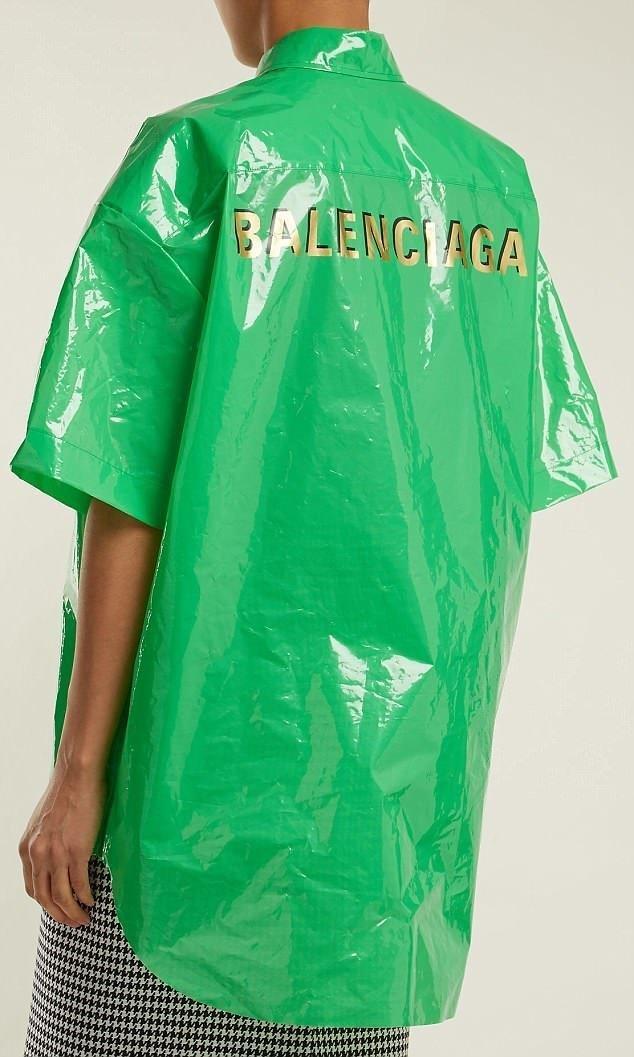 """Надпись """"Balenciaga"""" в золотом цвете красуется спереди и сзади топа balenciaga, бренд, мода, модная новинка, модный показ, одежда, странная вещь, фото"""
