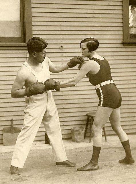 2. Луиза Адлер - чемпионка в легком весе - готовится отстаивать титул, 1926 год бокс, женщины боксируют, женщины в спорте, интересно, история, спортсменки, фото