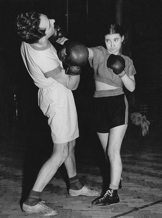 5. Барбара Буттрик стала первым профессиональным боксеров среди женщин бокс, женщины боксируют, женщины в спорте, интересно, история, спортсменки, фото