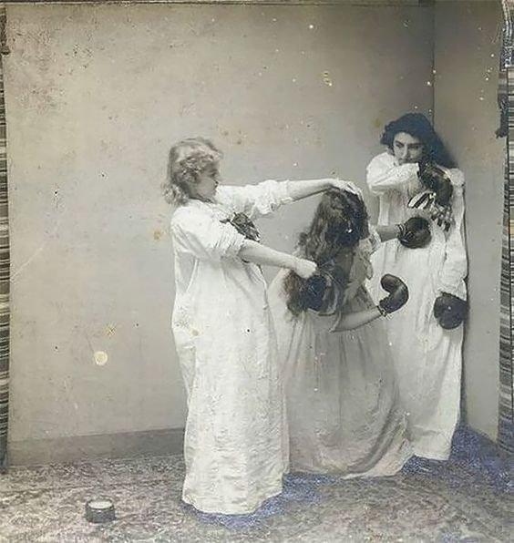 13. Девочек в 20 веке стали обучать самообороне, этим занимались даже отцы, фотографируя чад для семейных архивов бокс, женщины боксируют, женщины в спорте, интересно, история, спортсменки, фото
