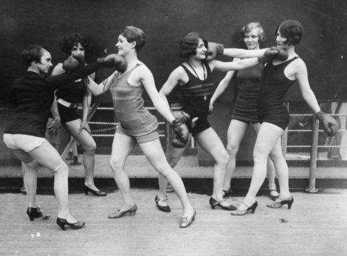 3. Женщины учатся самообороне, 1920-е бокс, женщины боксируют, женщины в спорте, интересно, история, спортсменки, фото