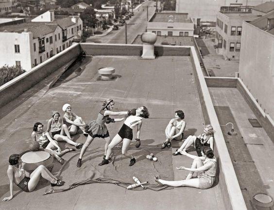 4. На крыше в Лос-Анджелесе, 1933 год бокс, женщины боксируют, женщины в спорте, интересно, история, спортсменки, фото