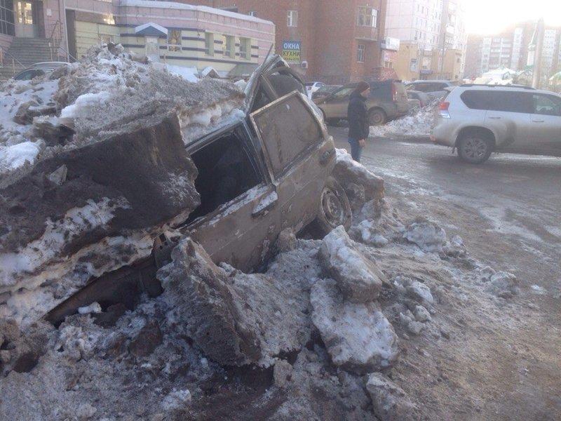 Эту машину, занесенную снегом, не заметили дорожники и начали снег убирать. Машина восстановлению не подлежит весна, вскрывает, интересное, подснежник, факты