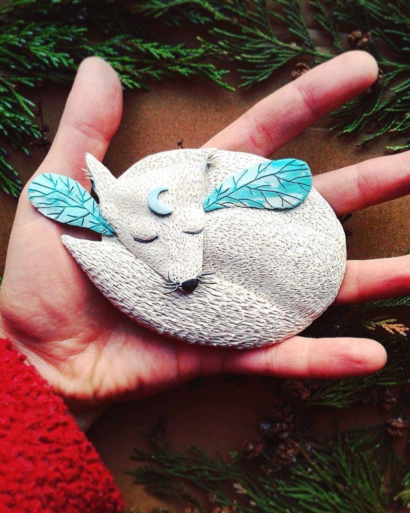 В рамках своего 100-дневного проекта, художница создаёт небольшие пластилиновые статуэтки животные, красота, милота, пластилин, фигурки