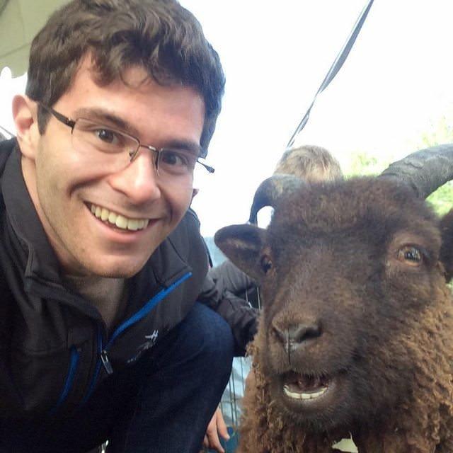"""22. Я и моя знакомая коза... или """"Я, и мой знакомый козел""""? животные, забавно, подборка, прикол, селфи, юмор"""