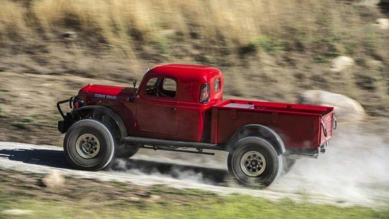 Самое интересное, что Legacy Classic Trucks предлагает на свою продукцию, в основе которой 60-летние грузовики, гарантию в 2 года или 50 000 миль пробега (больше 80 000 км)! dodge, авто, автомобли, внедорожник, грузовик, олдтаймер, ретро авто, тюнинг