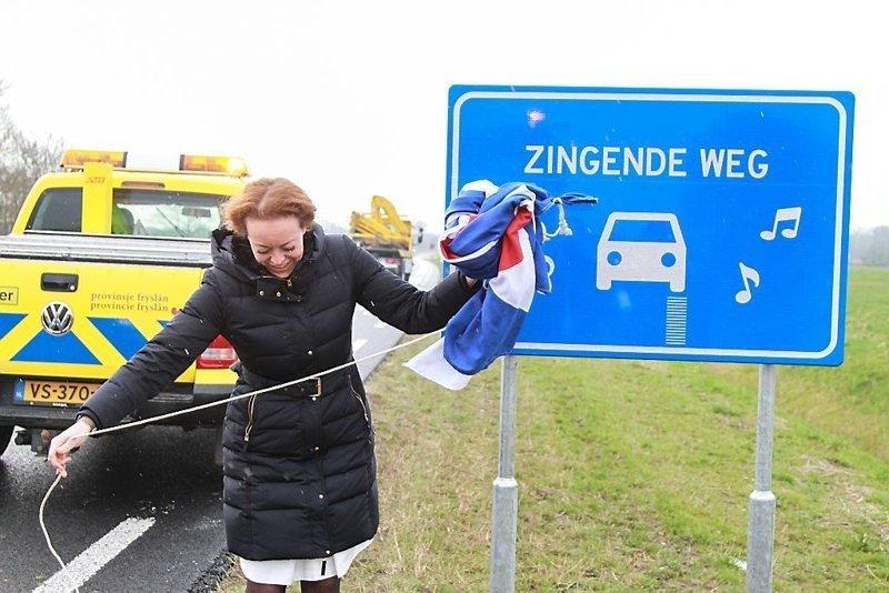 В Нидерландах власти сделали «музыкальную» дорогу и сразу же демонтировали её авто, автомобили, видео, дорожники, музыка, музыкальная дорога, нидерланды, песня