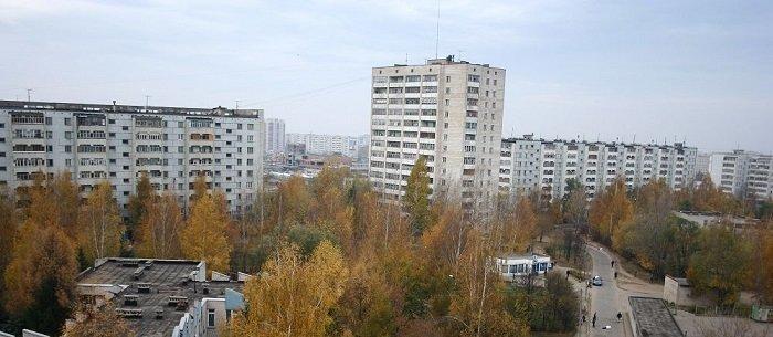 «Подождите, ведь строили не только 9-этажки» — возразите Вы, и будете несомненно правы. Были и пятиэтажные «хрущевки» и свечки по 14-16 этажей. Но, в спальных районах крупных городов преобладали именно 9-ти этажные дома, и с этим сложно поспорить. СССР, дома, история