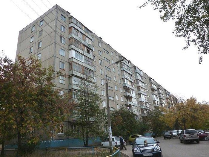 При строительстве дома выше 9-ти этажей, то есть выше 28 метров, по всем правилам и нормам требовалось устройство незадымляемой лестницы, строительство которой, было экономически нецелесообразным.  Плюс, для дома выше 9-ти этажей требовалось устройст СССР, дома, история