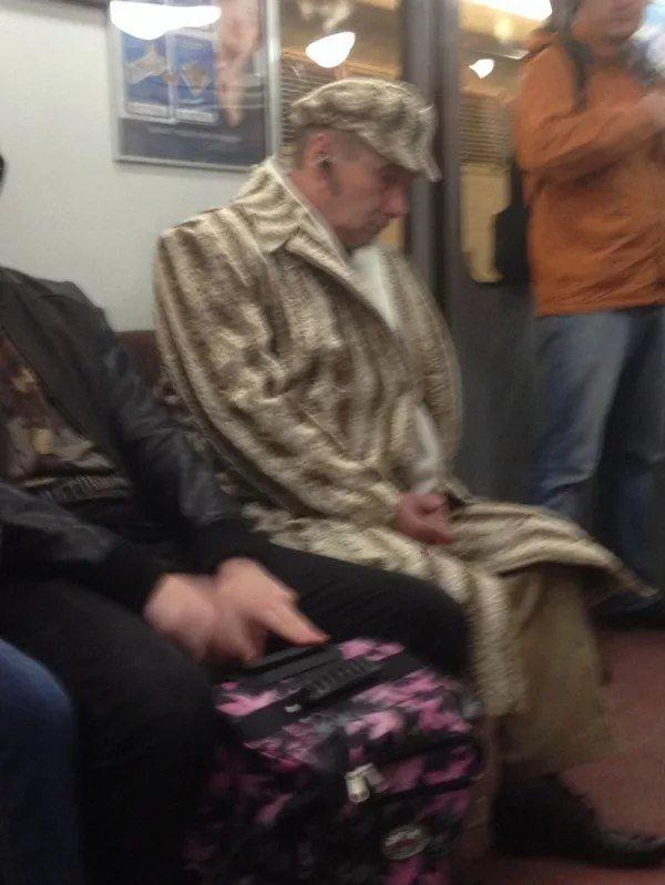Шапка и пальто из одно и того же ковра похоже интересное, интернет, мода, соцсети, фешн, фото, юмор