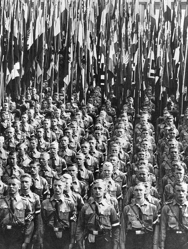 Сотни девочек забеременели во время молодежного съезда в гитлеровской Германии Гитлерюгенд, Лига немецких девушек, НСДАП, беременность, гитлер, история гитлеровской Германии, нацисты, нюрнберг