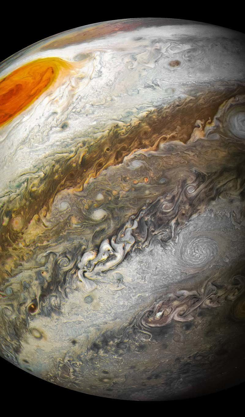 В последний раз «Юнона» фиксировала Большое Красное Пятно, в котором легко могла бы поместиться планета Земля, в июле 2017 года — во время 7-го перийова кадр, космос, красота, планета, фото, юнона, юпитер
