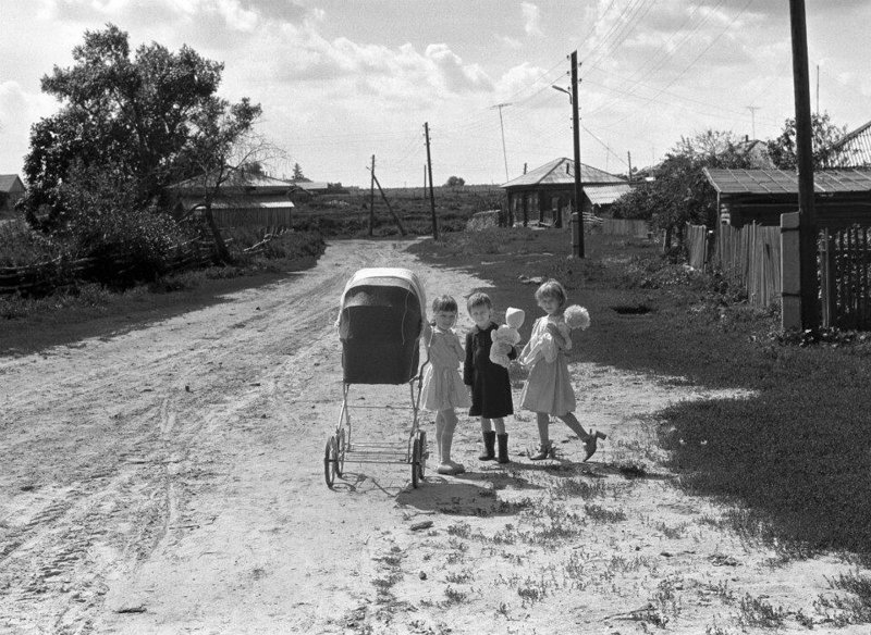 30 искренних чёрно-белых фотографий о жизни на Урале в советское время в мире, жизнь, люди, ностальгия, советское время, урал