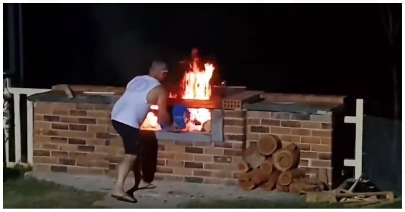 Барбекю с огоньком: австралиец чуть не сжег себя из-за неосторожности австралия, барбекю, видео, неудача, огонь, розжиг, слабоумие и отвага, фейл