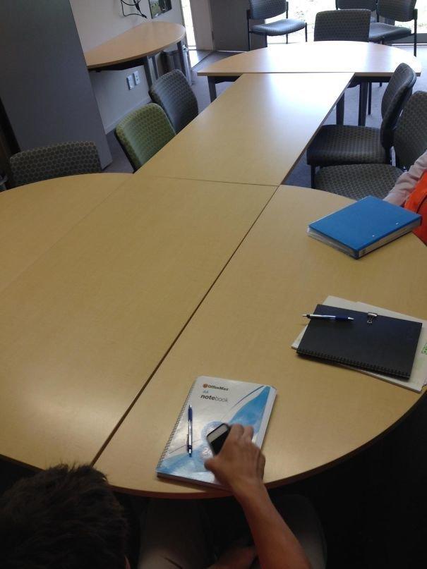 10. Босс попросил подготовить зал к совещанию босс, начальник, общение, офис, подчиненный, сотрудник, шутка, юмор