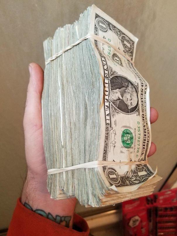 18. Зарплата в однодолларовых купюрах босс, начальник, общение, офис, подчиненный, сотрудник, шутка, юмор