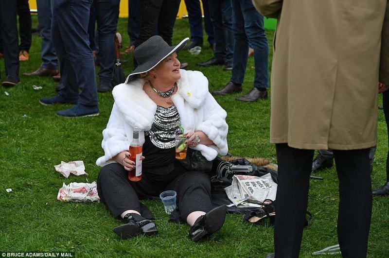 Завтрак на траве Эйнтри, великобритания, дамы, девушки, женщины, наряды, праздник, скачки