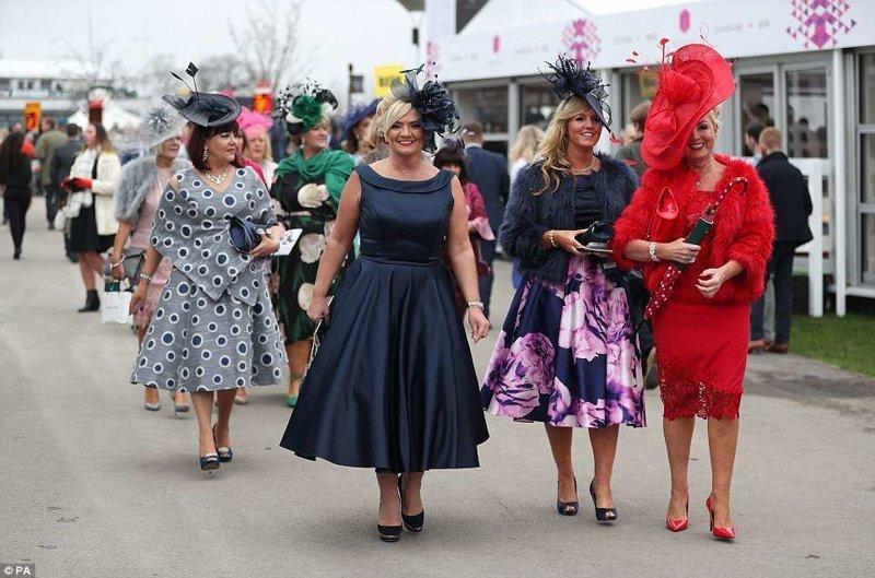 Платья и шляпки. Красота! Эйнтри, великобритания, дамы, девушки, женщины, наряды, праздник, скачки