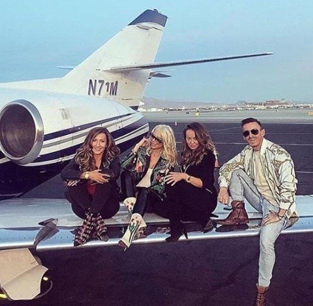 Богатые венгерские детишки хвастаются тачками и джакузи богатые детишки, богачи, будапешт, венгрия, золотая молодежь, красиво жить не запретишь, сладкая жизнь, элита