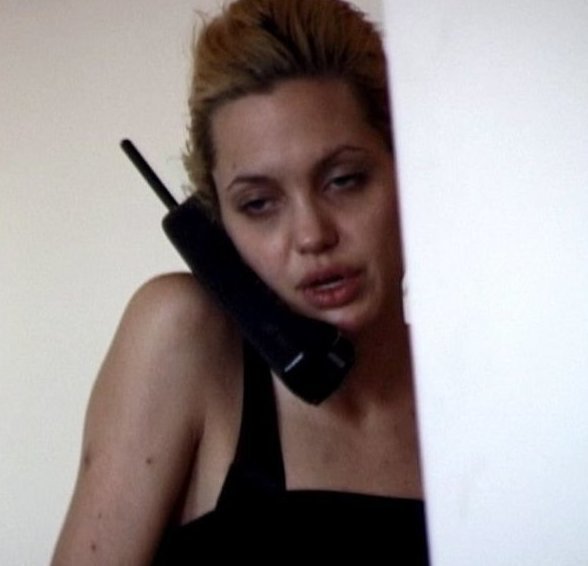 13. Джоли все еще находится под кайфом и стремительно худеет актеры, бейонсе, девушки, джонни депп, знаменитости, пугачева, пьяные звезды