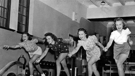 10. В прошлом девушке тоже активно играли боулинг, девушки, красиво, поза, стойка, фото
