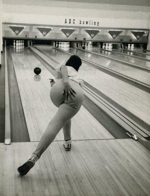 1. И даже в 1960 вид был отличный боулинг, девушки, красиво, поза, стойка, фото