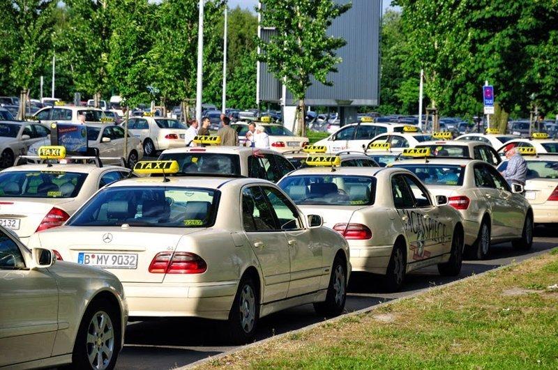 9. Осторожно — такси! водители, германия, пдд, пешеходы