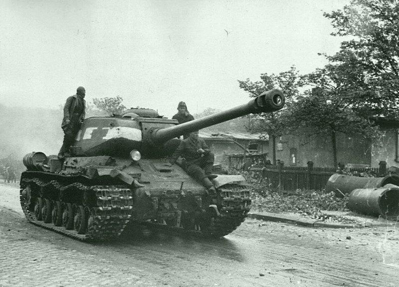 Советский тяжелый танк ИС-2 в Берлине. Германия, май 1945 Бронетехника СССР, Великая Отечественная  война, история