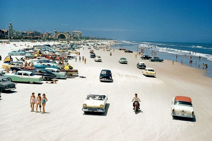 9. Пляж Дайтона-Бич, 1957 г. 20 век, 20 век в цвете, 50-е, 50-е года, жизнь в Америке, жизнь в сша, старые фотографии, сша