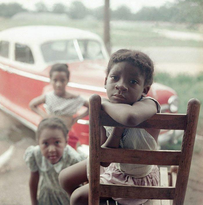 12. Портрет девочки, Шейди-Гроув, Алабама, 1956 г. 20 век, 20 век в цвете, 50-е, 50-е года, жизнь в Америке, жизнь в сша, старые фотографии, сша