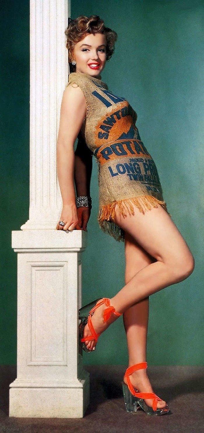 26. Мэрилин Монро хороша даже в платье, сделанном из мешка для картошки, 1951 г. 20 век, 20 век в цвете, 50-е, 50-е года, жизнь в Америке, жизнь в сша, старые фотографии, сша