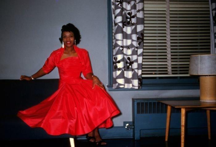 17. На вечеринке, 1956 г. 20 век, 20 век в цвете, 50-е, 50-е года, жизнь в Америке, жизнь в сша, старые фотографии, сша