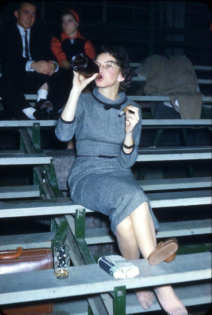 4. Выпивка, сигара - и плевать на всё, 1950-е гг. 20 век, 20 век в цвете, 50-е, 50-е года, жизнь в Америке, жизнь в сша, старые фотографии, сша