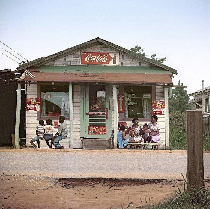 10. Магазинчик в Мобиле, Алабама, 1956 г. 20 век, 20 век в цвете, 50-е, 50-е года, жизнь в Америке, жизнь в сша, старые фотографии, сша