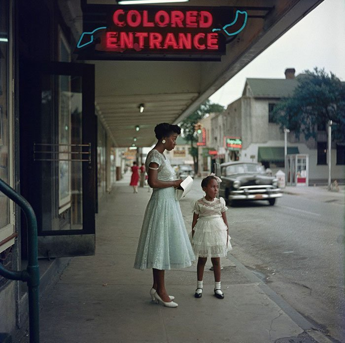 1. Вход для цветных, Алабама, 1956 г. 20 век, 20 век в цвете, 50-е, 50-е года, жизнь в Америке, жизнь в сша, старые фотографии, сша