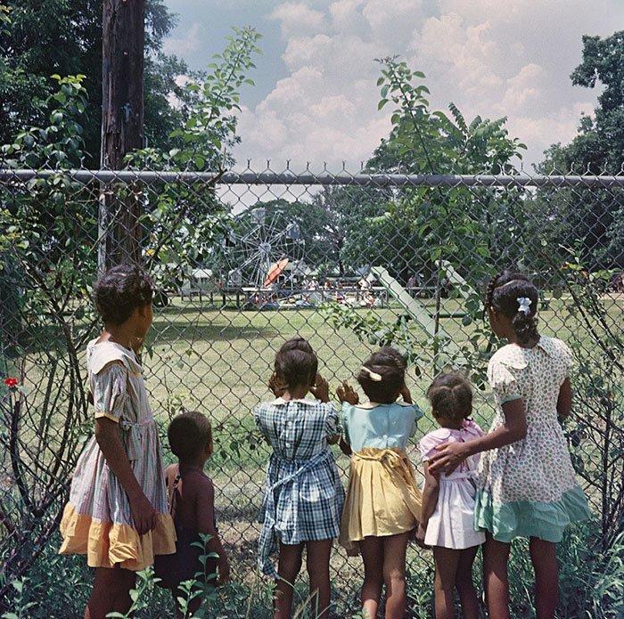 13. Хоть одним глазком, Мобил, Алабама, 1956 г. 20 век, 20 век в цвете, 50-е, 50-е года, жизнь в Америке, жизнь в сша, старые фотографии, сша