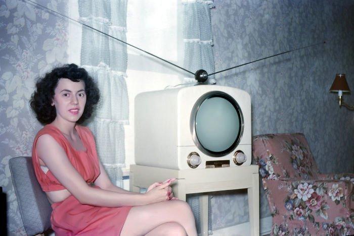 20. Женщина в красном 20 век, 20 век в цвете, 50-е, 50-е года, жизнь в Америке, жизнь в сша, старые фотографии, сша