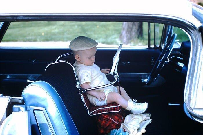 19. Ребенок в детском автомобильном кресле 20 век, 20 век в цвете, 50-е, 50-е года, жизнь в Америке, жизнь в сша, старые фотографии, сша