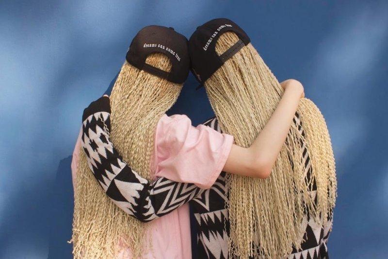 Редкие цветы: близнецы-альбиносы Лара и Мара Бавар, которые покорили модную индустрию Лара и Мара Бавар, альбиносы, близнецы, в мире, красота, люди, модель