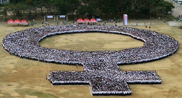 Международный женский день. Более 10.000 человек инетресное, старые забавы, факты, фигуры из людей, флешмоб