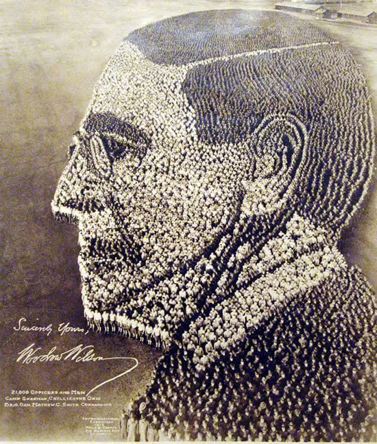 Портрет президента Вудро Вильсона, состоящий из 21 000 офицеров и мужчин в Лагерь Шерман, Чилликот, штат Огайо, 1918 инетресное, старые забавы, факты, фигуры из людей, флешмоб